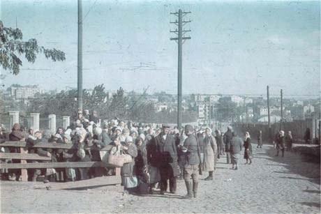 Это фотография была сделана на углу Керосинной и Лагерной улиц, около стадиона